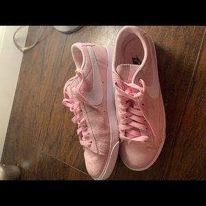 light pink low top Nike's